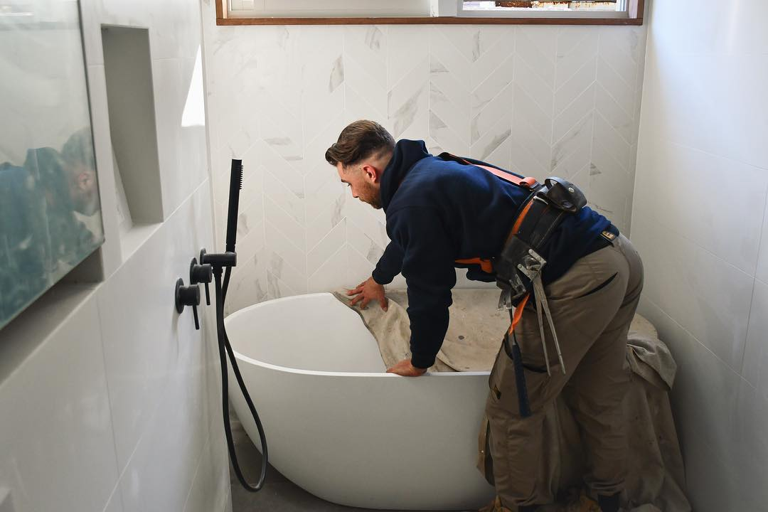 Rob at Pro Projects Install a big free standing bath tub in Sydney's Eastern Suburbs NSW